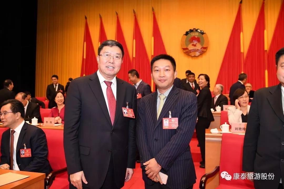 李繁华董事长与政协主席毛万春(左一)