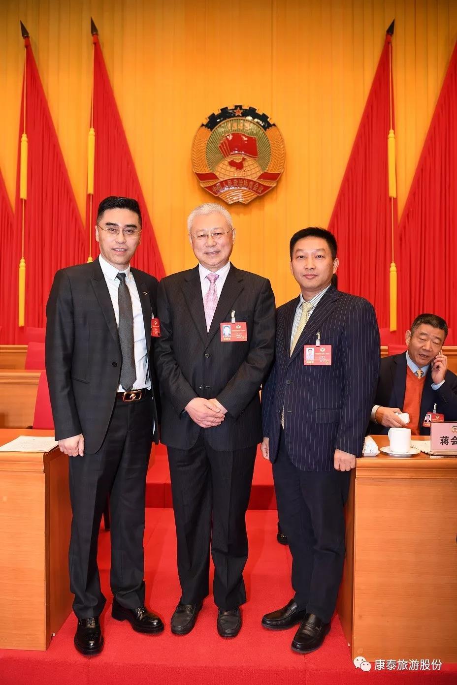 李繁华董事长与政协副主席王勇(左二)、常委陈嘉新(左一)